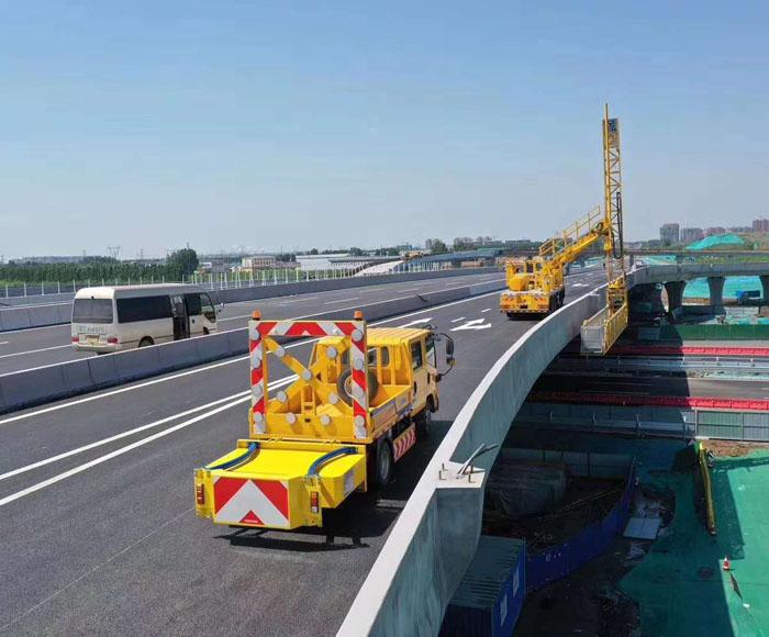 欧宝体育登陆首页车和桥梁检测车配合施工案例